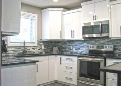acrylic-gloss-white-painted-kitchen-cabinets-moose-jaw