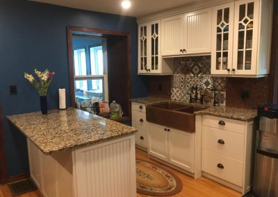 farm-house-cabinets-traditional