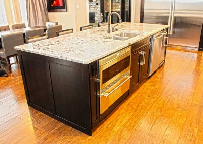Maple Kitchen Cabinets - Kitchen Island - Chef's Gourmet Cooking Kitchen Moose Jaw