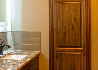 hanover-cabinets-moose-jaw-bathroom-built-in-cabinet