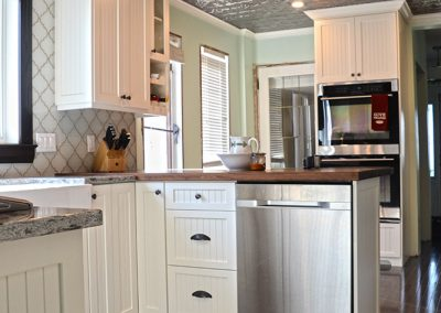 old-style-kitchen-painted-cabinets-moose-jaw